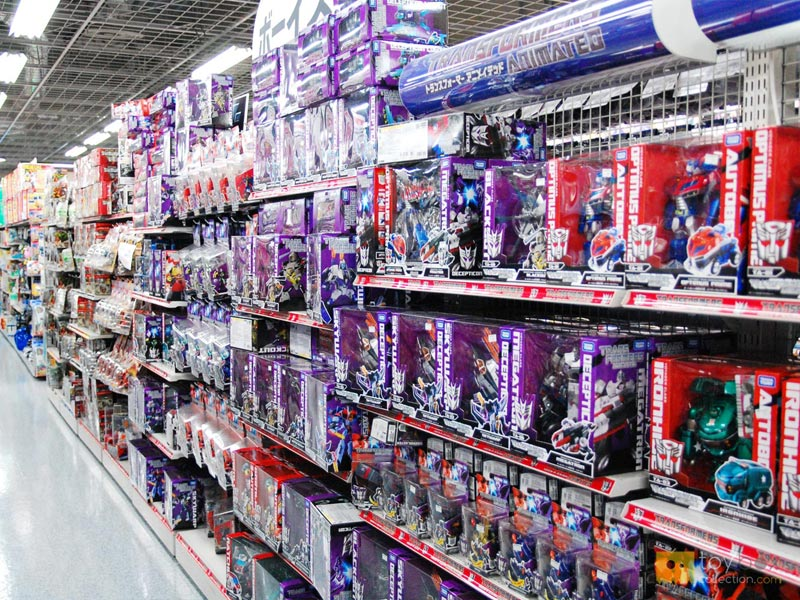 ISSUE: shelf packaging - Packaging designed for shelf display is irrelevant in ecommerce- Designed to take up space- Includes anti-theft plastics and ties- Expensive graphics and shapes- Ships more empty space