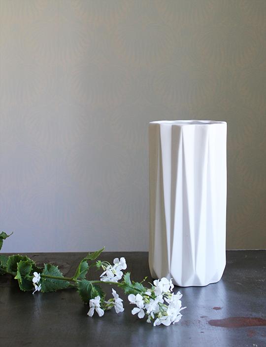 a quiet style vase arrangment