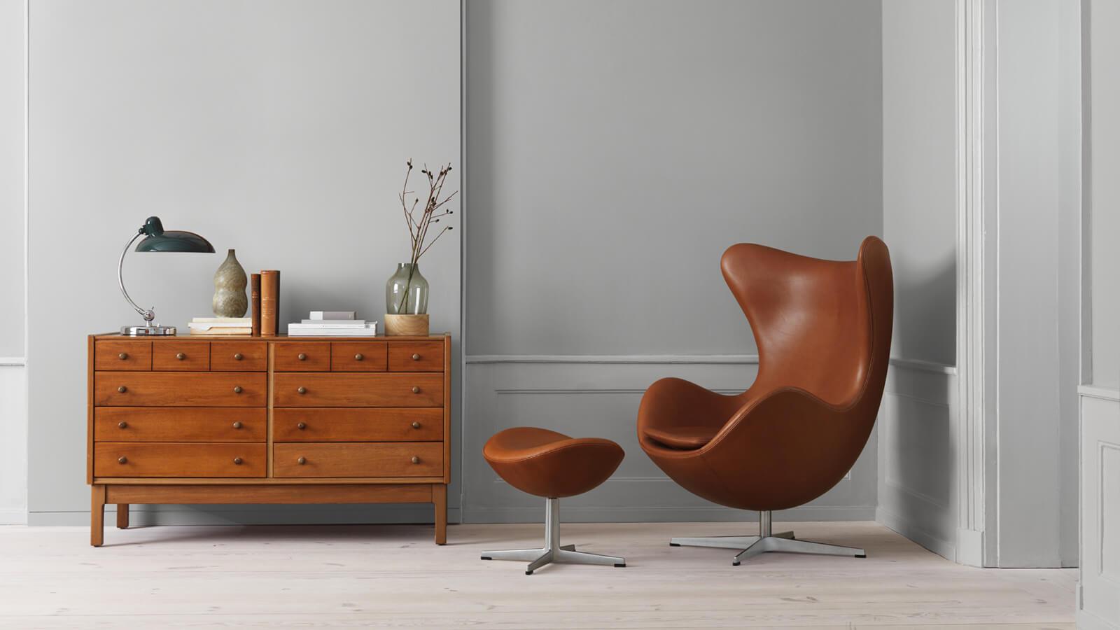 Egg chair by Arne Jacabson - photo  Skandium
