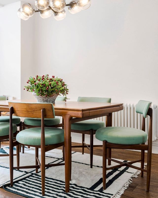V happy with the vintage dining table and chairs (which our super star upholsterer worked their magic on), in this project ✨ purchased from @vinterioruk . . . . . #upholstering #vintage #diningtable #diningchair #dining #familyhome #interiordesign #rug #greenfabric #vinterior #walnut #interiordesigners #furniture #furniturepackages #propertyinvestment #modernhomes #developingproperties #londonhomes #interiorbloggers #interiorblog #residentialdesign #residentialdevelopment