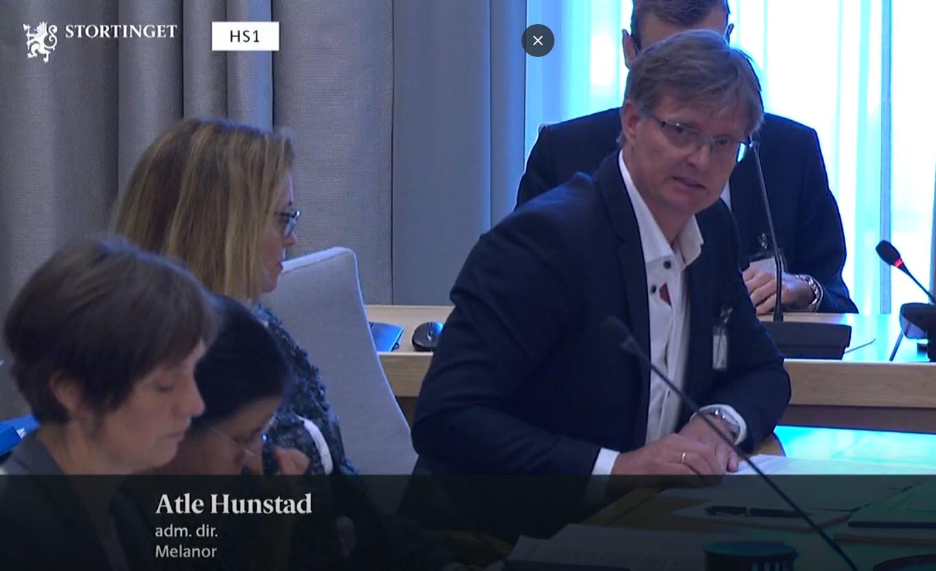 Adm. direktør Atle Hunstad og seniorrådgiver Henriette Jovik deltok i høring om Helsenæringen.