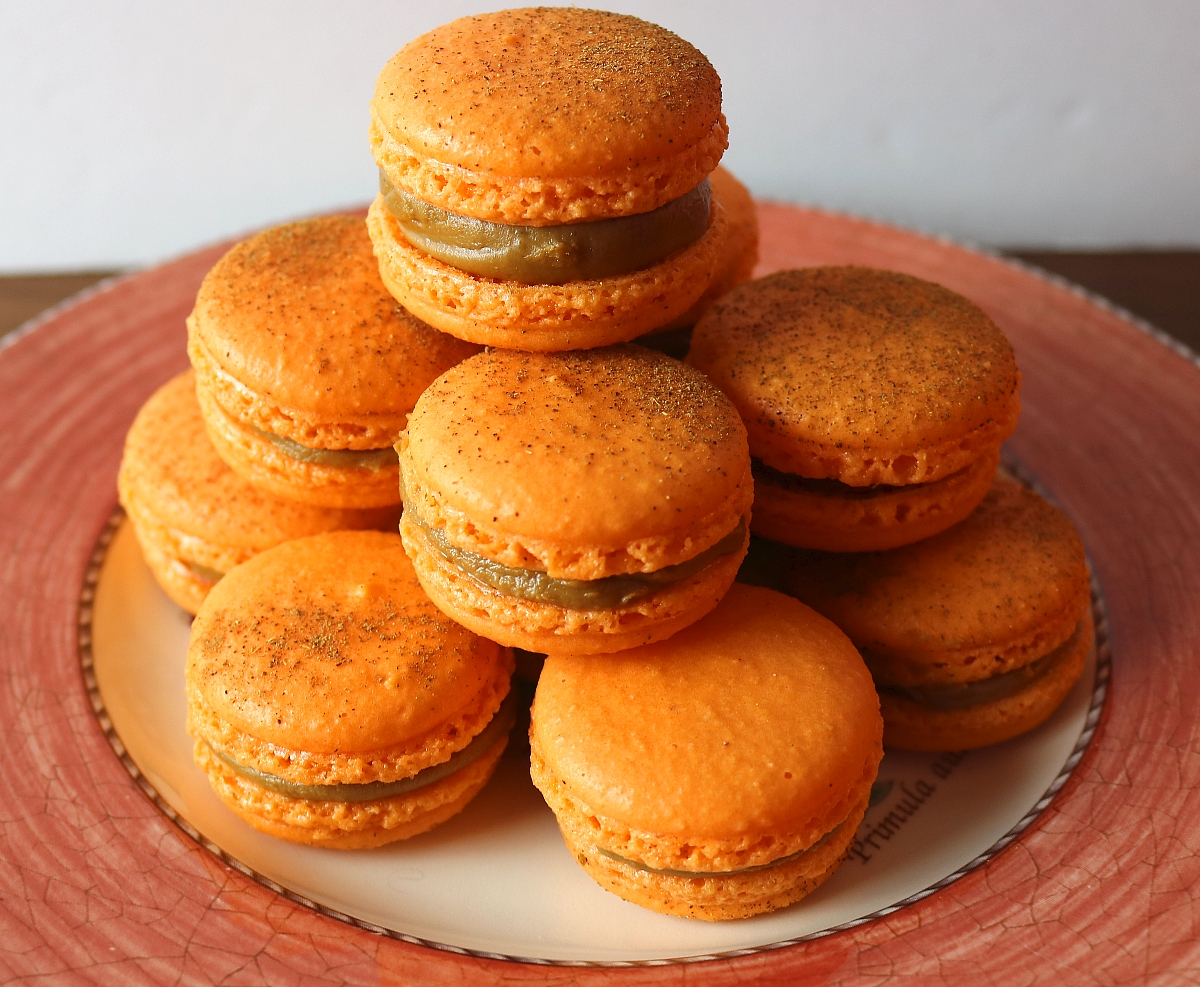 baking macarons the swiss meringue method cookie butter speculoos macarons
