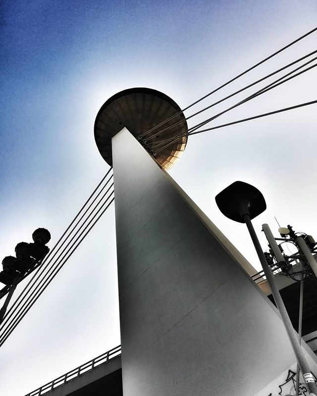 #danielEYEs #bratislava #bratislavacity #igersbratislava #igersfvgintrasferta #slovakia #slovacchia #bridge #ufobratislava #architecture #architettura