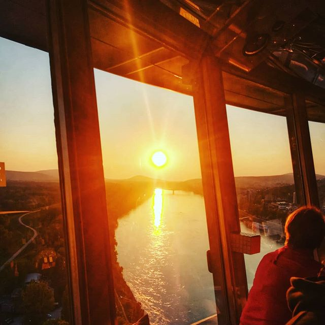 We all need a ray of sunshine to warm our hearts and souls #danielEYEs #bratislava #bratislavacity #igersbratislava #igersfvgintrasferta #slovakia #slovacchia #ufobratislava