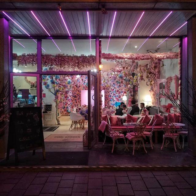 #danielEYEs #bratislava #bratislavacity #igersbratislava #igersfvgintrasferta #slovakia #slovacchia #pink #bar #nofilter