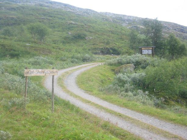 Avkjørsel til gamle Steinfjellvei fra øst. Foto: Odd Bakken