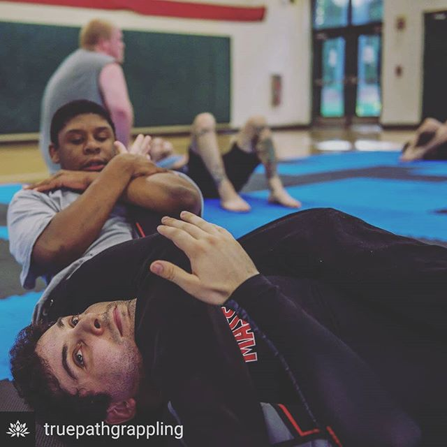 I had the honor and pleasure of volunteering my time with @truepathgrappling to teach at risk kids some bjj.  These kids are doing what they can to make the best of a tough spot.  I grew up in a difficult situation myself so I know first hand what some of these kids are dealing with, and it's a lot to take on at such a young age.  Bjj and martial arts have given me a peacefulness that few other experiences in my life have granted me, and I am thrilled to be able to share that with these kids.  I look forward to spending more time sharing the things that help me, and I am so impressed with what Tom, Jordan and Ryan have built and continue to build.  Thanks for letting me tag along, guys! . . . . . . #bjj #truepath #truepathgrappling #massbjj #jitz #volunteer #martialarts #nogi