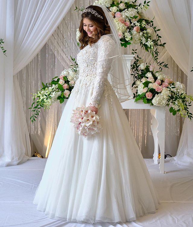 Continuing with my bridal beauties through a professional lens courtesy of @htaylorphotographytoronto. Gracious Gabi Froom ✨💍 #torontomakeupartist #modestbride #makeupbyagnes #beauty #bridalmakeupartist #toronto_insta