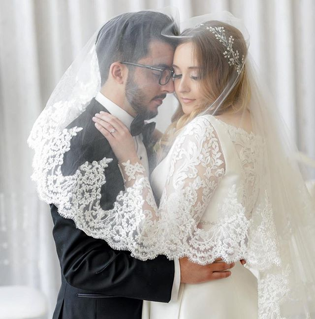 Love is in the air! Celebrating this beautiful couple who just tied the knot earlier this month. What a dreamy shot. 🥰 @piper_studios @sarbearnistyy ❤️ #makeupbyagnes #torontobridalartist #bridalmakeup #heaven #gorgeousbride