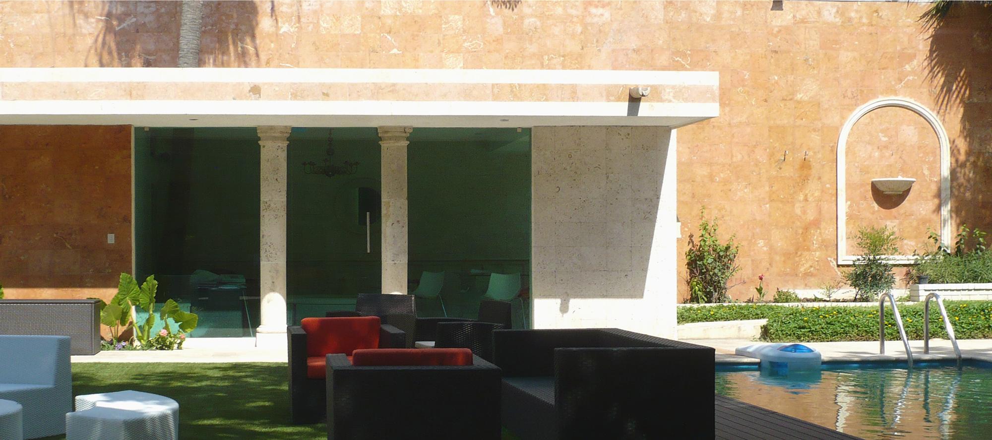 Uxmal_Galleria pool & pool house & wall_2000x887_P1070591.jpg