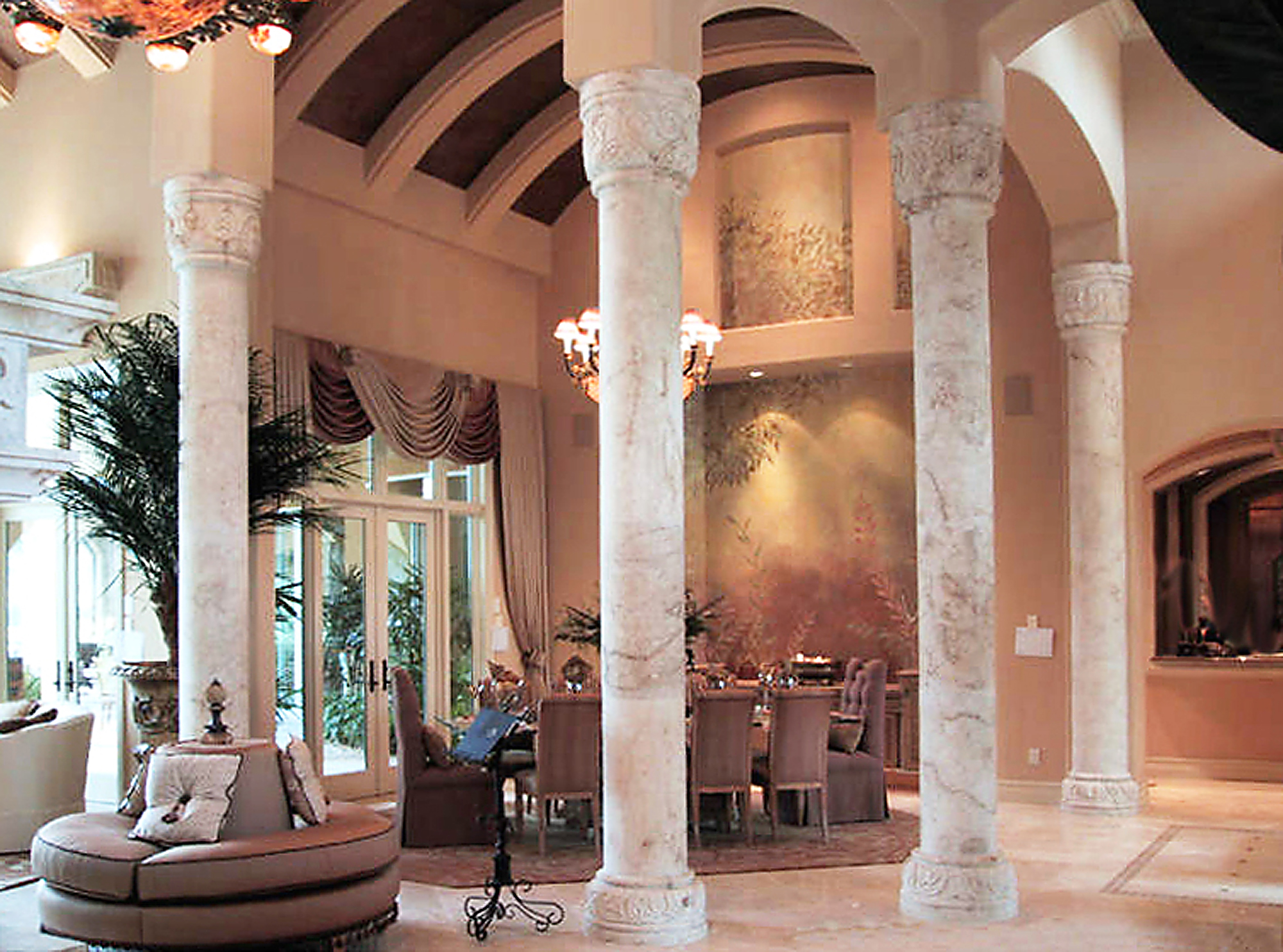 Enrique. Interior Columns_2000x1485px.jpg