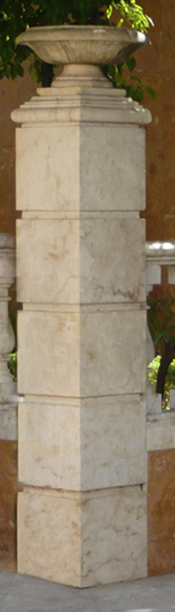 Monterrey_Columns Square_Galleria_575x2000_P1070604.jpg