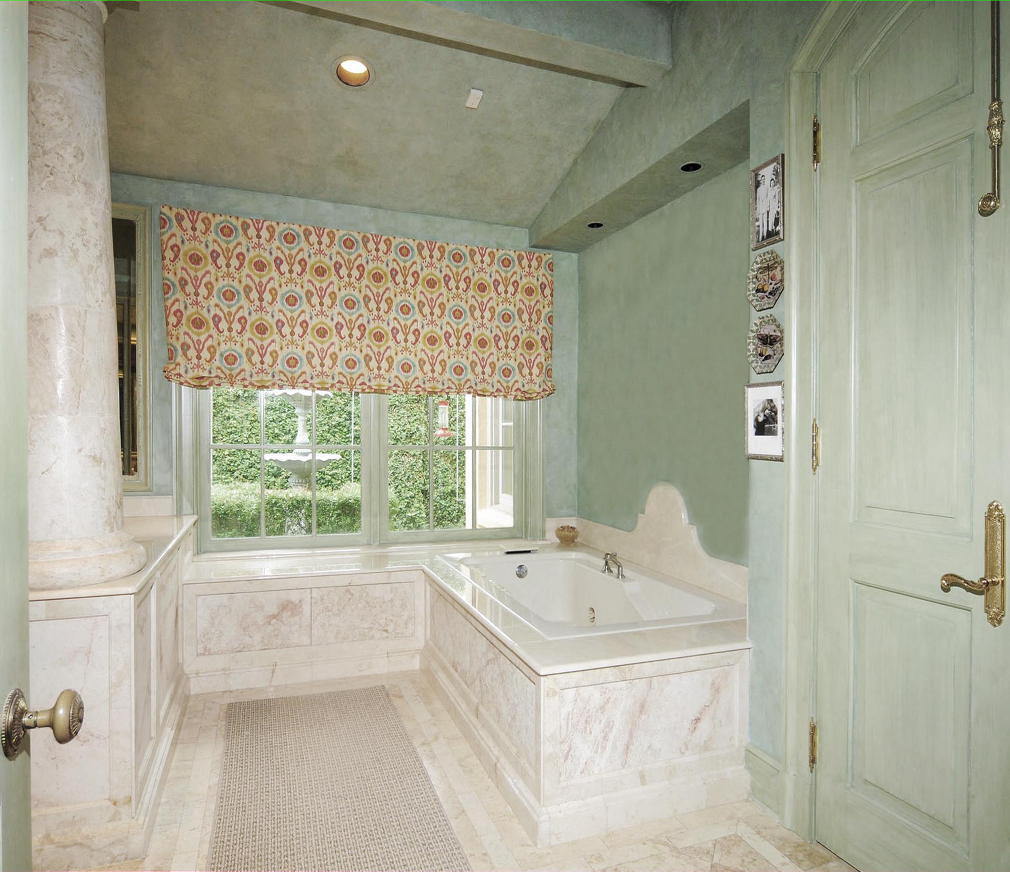9_Tuscan_Kirtland_Bath_2000x1728_Edit024.jpg