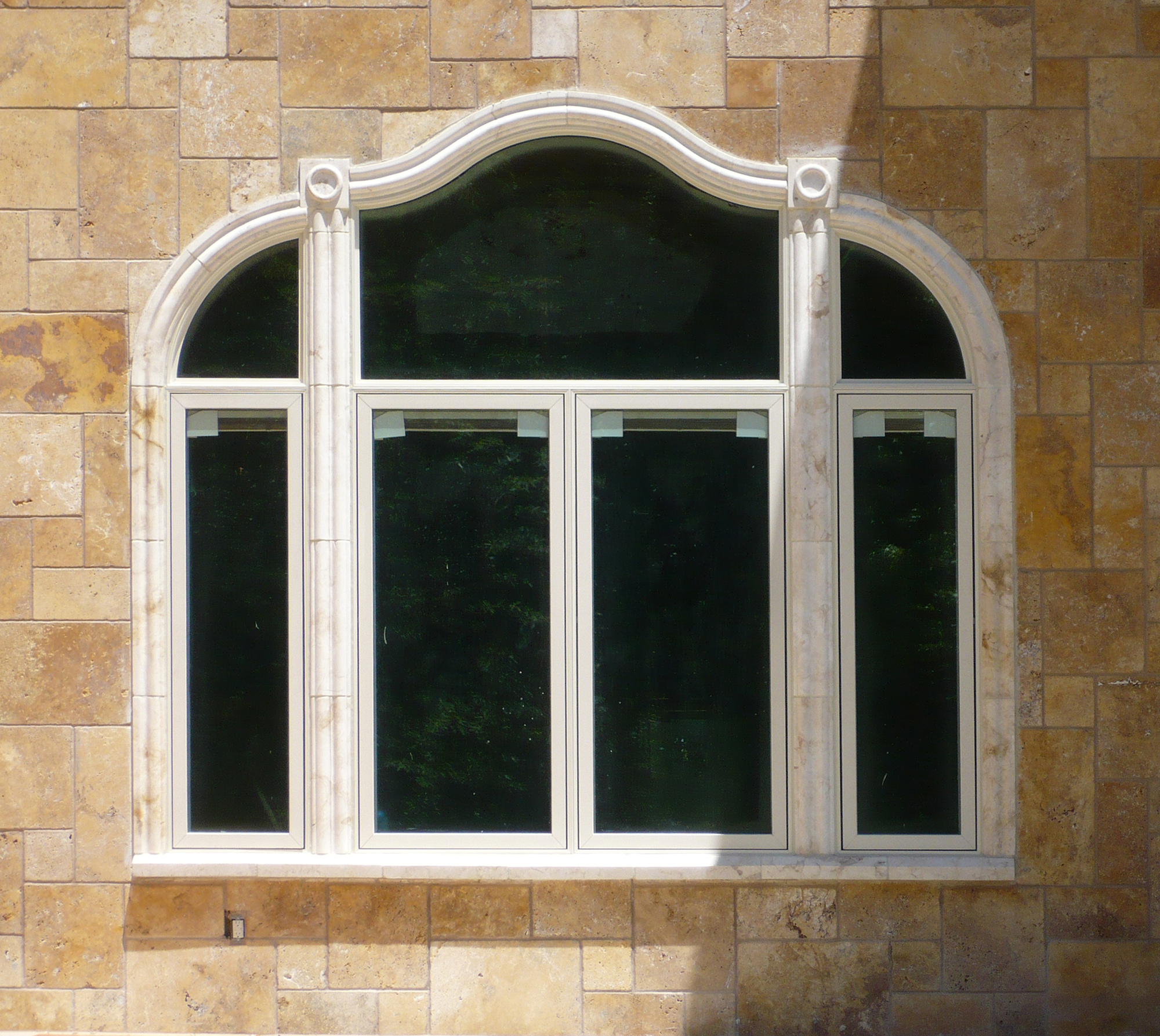 11_Dalloul_fenestration curve window with dot detail 2000x1376_P1070499.jpg