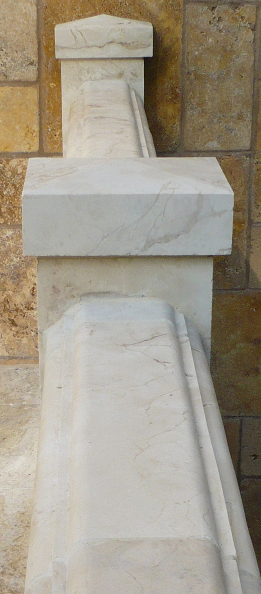Dalloul_baluster handrail detail_P1070532_2000x879px.jpg