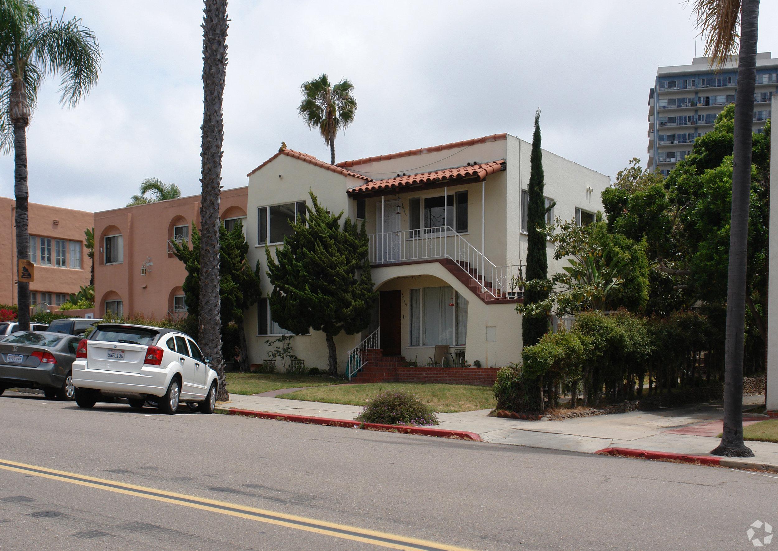 3945 Centre Street - Hillcrest7 Units$1,775,000