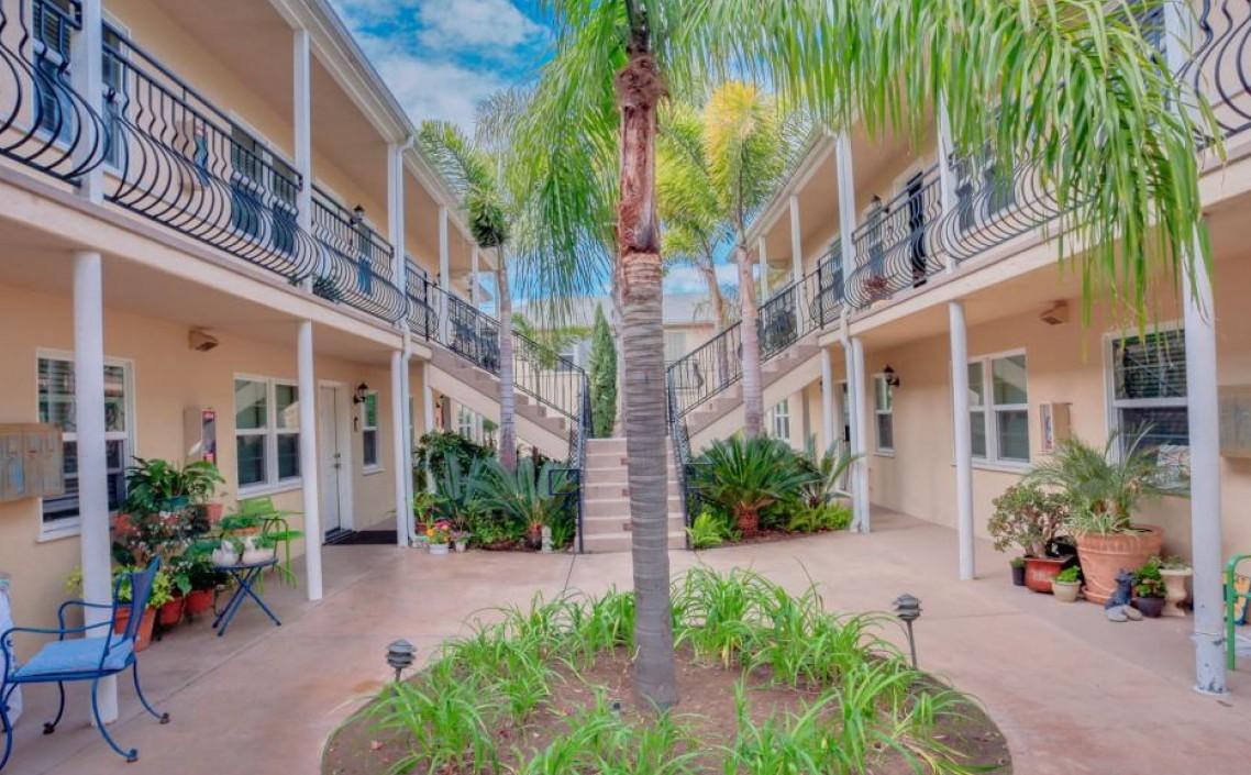 716 F Avenue - Coronado12 Units$4,800,000