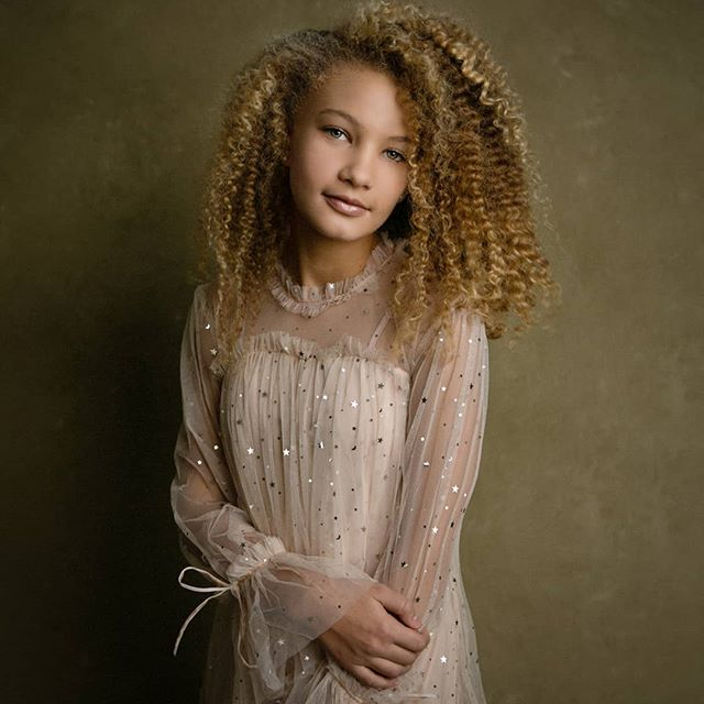 A D D I S O N #fineart #portraits #mnportraits #moretocome #curlygirl #curlyhair #gorgeous #mnportraitphotographer #love #sparkle #mnmodel