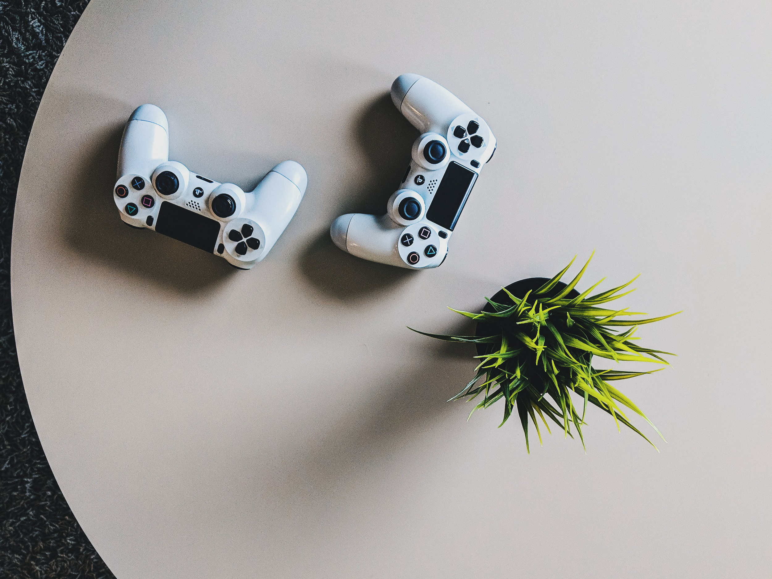 E-Sports & Gaming -