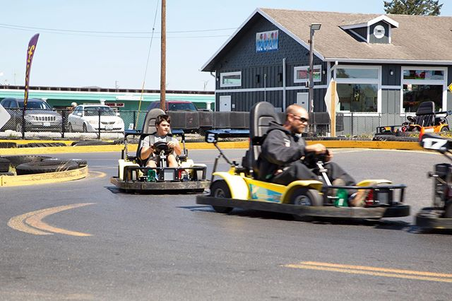 Speeding into the weekend like 🏎🏁 #funbeachfuncenter #longbeachwa #gokarts #beachinbikes