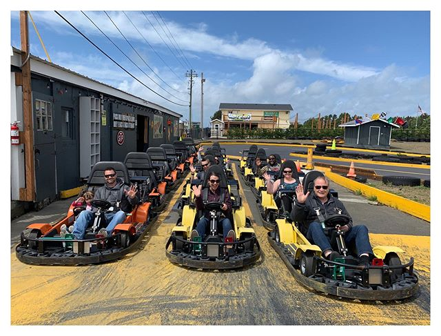 Happy Friday y'all !! Motors are runnin, putters are puttin', ice creams uh scoopin, coffees uh pourin', and the bike wheels are turnin'! #longbeachwa #localbusiness #funbeachfuncenter #friday #beachinbikes #shoponthecornerlb #thepitstop #minigolf #gokarts🏁