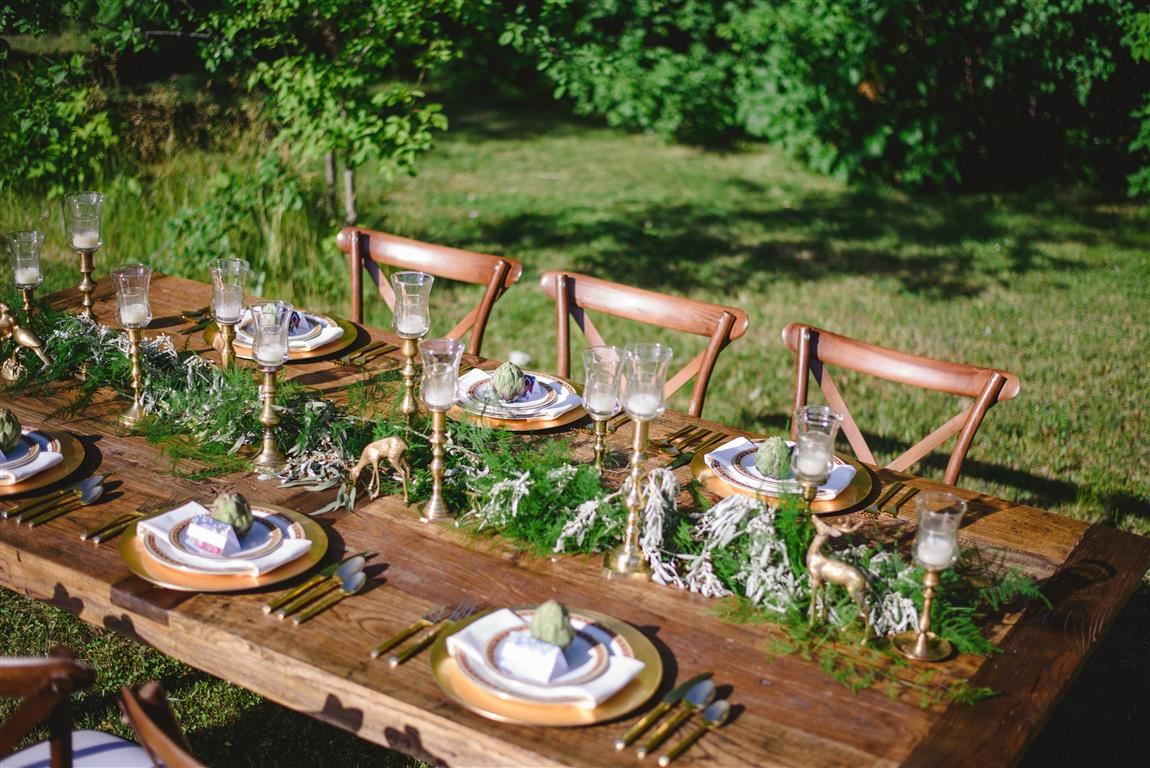 Wedding Chicks // Red and Gold Late Summer Wedding Ideas