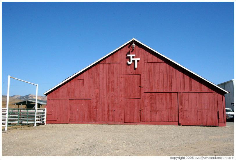 tres-hermanas-jt-barn-large.jpg