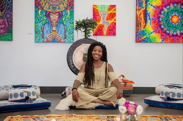 💫What a magical day with @findingfreedomyoga and @blissfromarose filled with yoga, tea, tears, connection, meditation, and creativity 💫 💎 I felt sooo blessed to share in this space with these dynamic lightbeams....AAANNND to be bathed in the beautiful creations by @burgandyviscosi 🤩👑❤ 💎 Let's continue to create these healing spaces! 🤗😍 💎 Gorgeous pics by @agirlwithvision 👑🙌🏾 . . . #meditation #art #yoga #teatasting #healingspace #blackgirlsheal #love #light #liberation