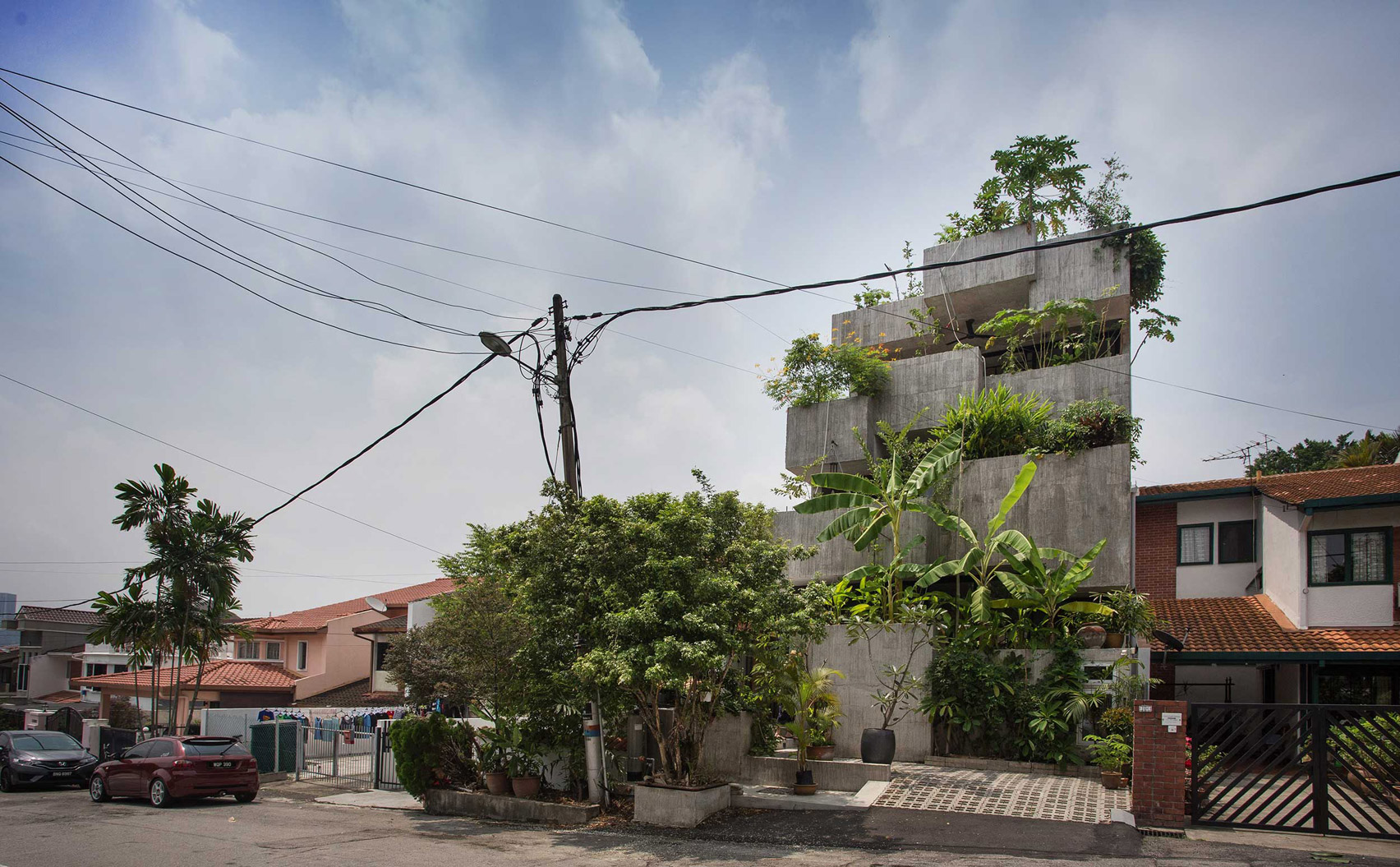 planter-box-house-formzero-architecture-kuala-lumpur-malaysia-sustainability_dezeen_1704_col_13.jpg