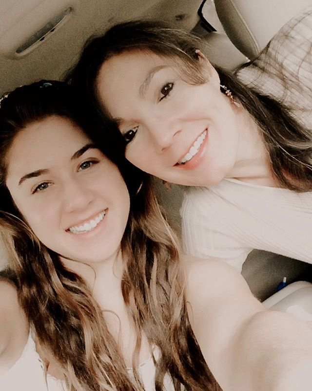 It's International Mother/Daughter Day! I can't believe this was like 5 years ago! I've been missing my mom more than ever lately - especially when she cant be here for all the wedding planning ☹️ But I'm so happy I have the most loving, supportive, kind mother around 😘