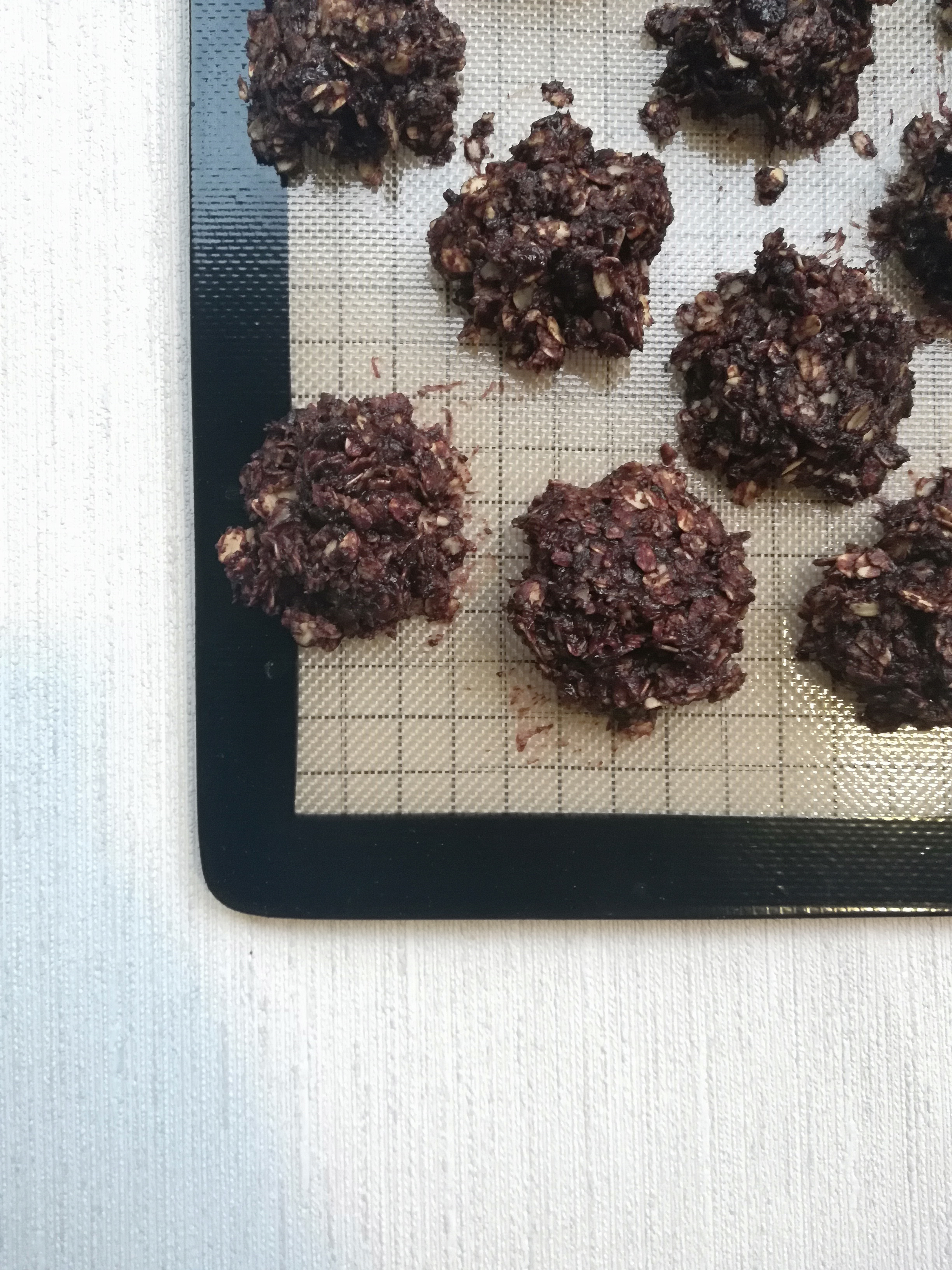California Cookies, No Bake Oat, Chocolate and Peanut Butter Cookies- rasberry.rhy