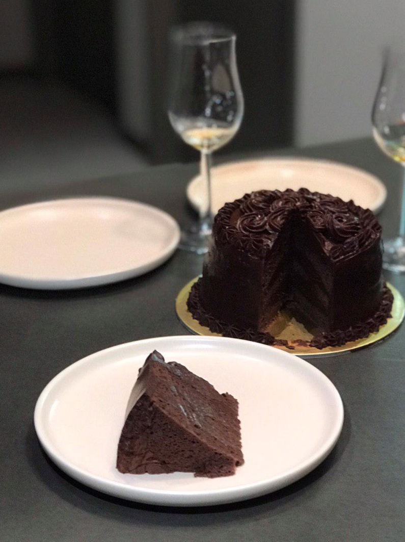A toast to life. - Simple. Homely. Indulgent.That Chocolate Cake is a chocolatey dessert that anyone can enjoy without feeling overly bloated. That Chocolate Cake was created so that you can have a guilt-free indulgence for all your celebrations.