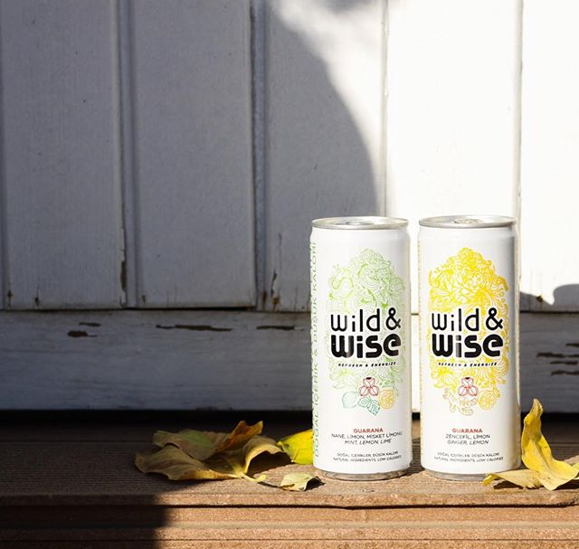 Wild&Wise'ın içindeki guarana, zihinsel berraklığı arttırarak işlerinize daha iyi bir şekilde odaklanmanıza yardımcı olur. Wild&Wise'la haftaya berrak bir başlangıç yapabilirsin!