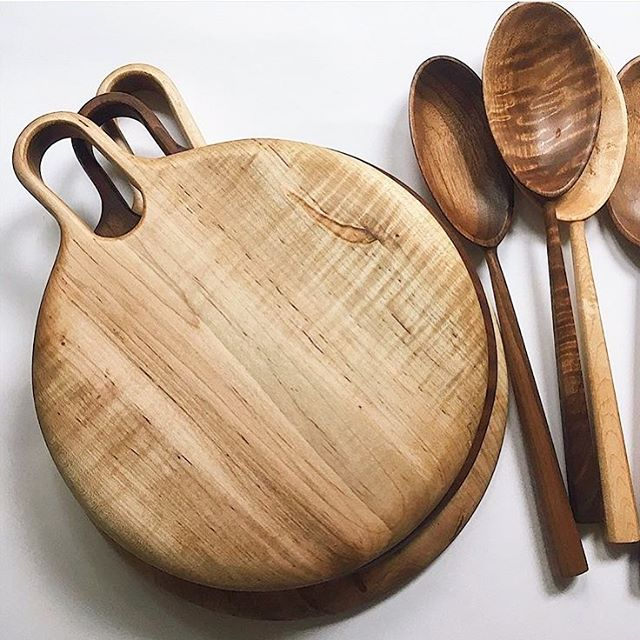 """The talent of our makers never ceases to amaze me! These wooden boards and utensils are lovingly made right here in Toronto by Krista Ross of @woodsmansdaughter . Each piece is crafted by hand using Canadian domestic hardwoods ensuring that no two pieces are alike. 💛 *cue Beyoncé's """"Run the World"""" . . . . . #womeninbusiness #girlboss #badasswomen #handmade #woodworking #madeincanada #madeintoronto #homedecor #kitchenware #handcarved #girlsruntheworld #homedecor #lifestyleboutique #yyz #dundaswest #duwest #shopduwest  #rosecitygoods #openingsummer2019"""