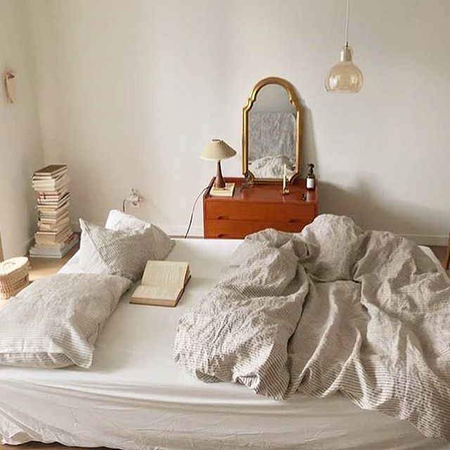 Cozy mornings reading in bed via @_son50_ . . . . . . #decorinspo #homedecor #bedroomgoals #textiles #linen #interiors #rosecitygoods