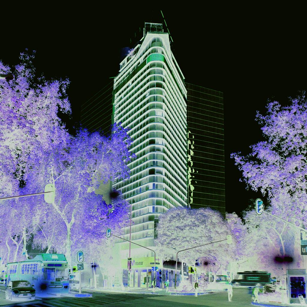Edificio de oficinas por Arq. Ortiz y López Garcia 1950 de la Serie  Modernas Invertidas,  2013