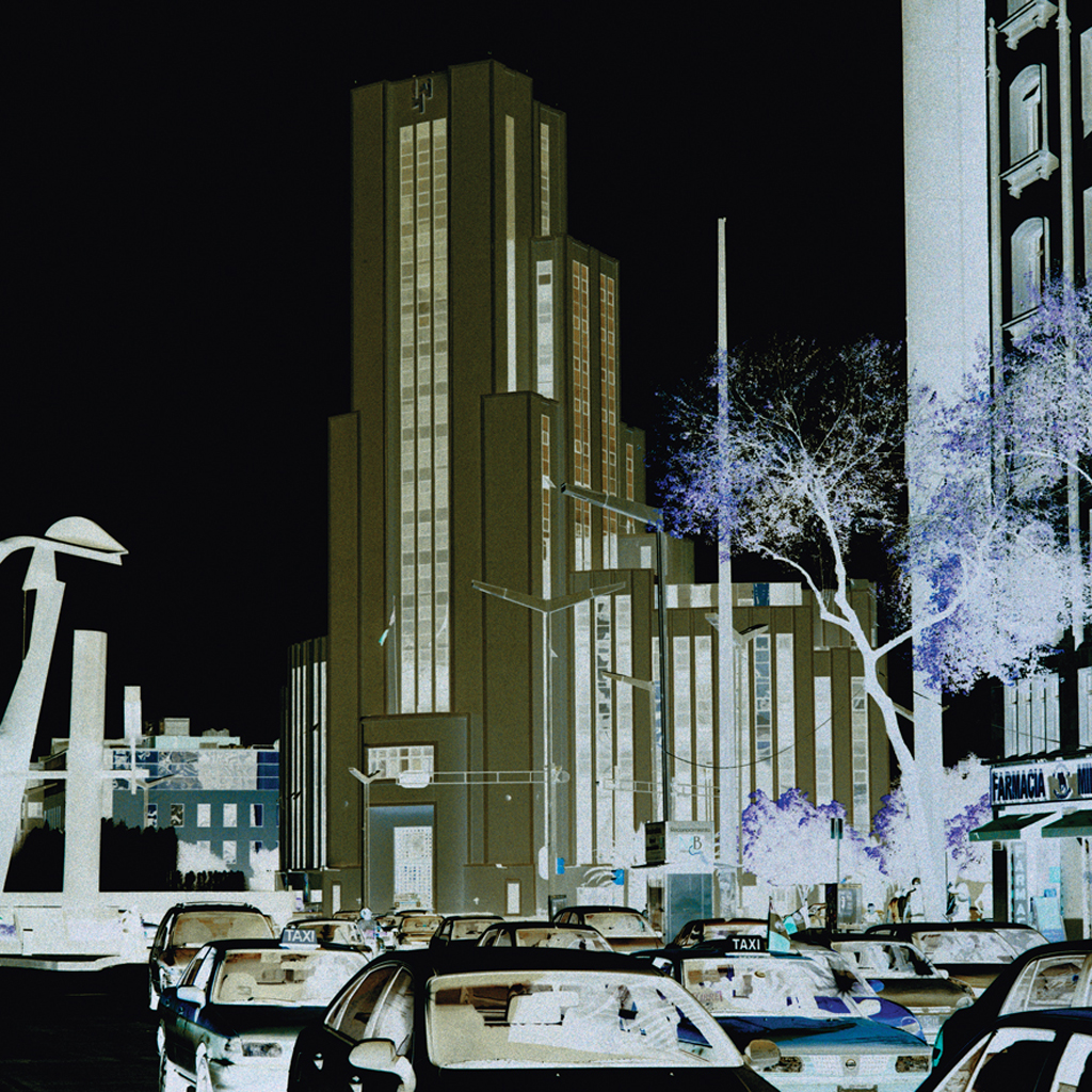 Edificio de Loteria National por Arq. Cuervas 1946 de la Serie Modernas  Invertidas,  2013