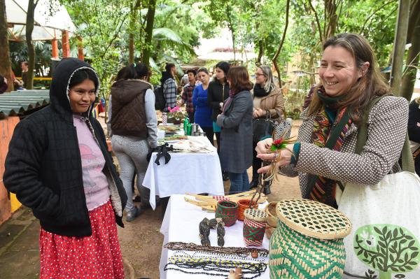 Feira de artesanato indígena na Escola Amigos do Verde – Foto Léo Oliveira Contursi