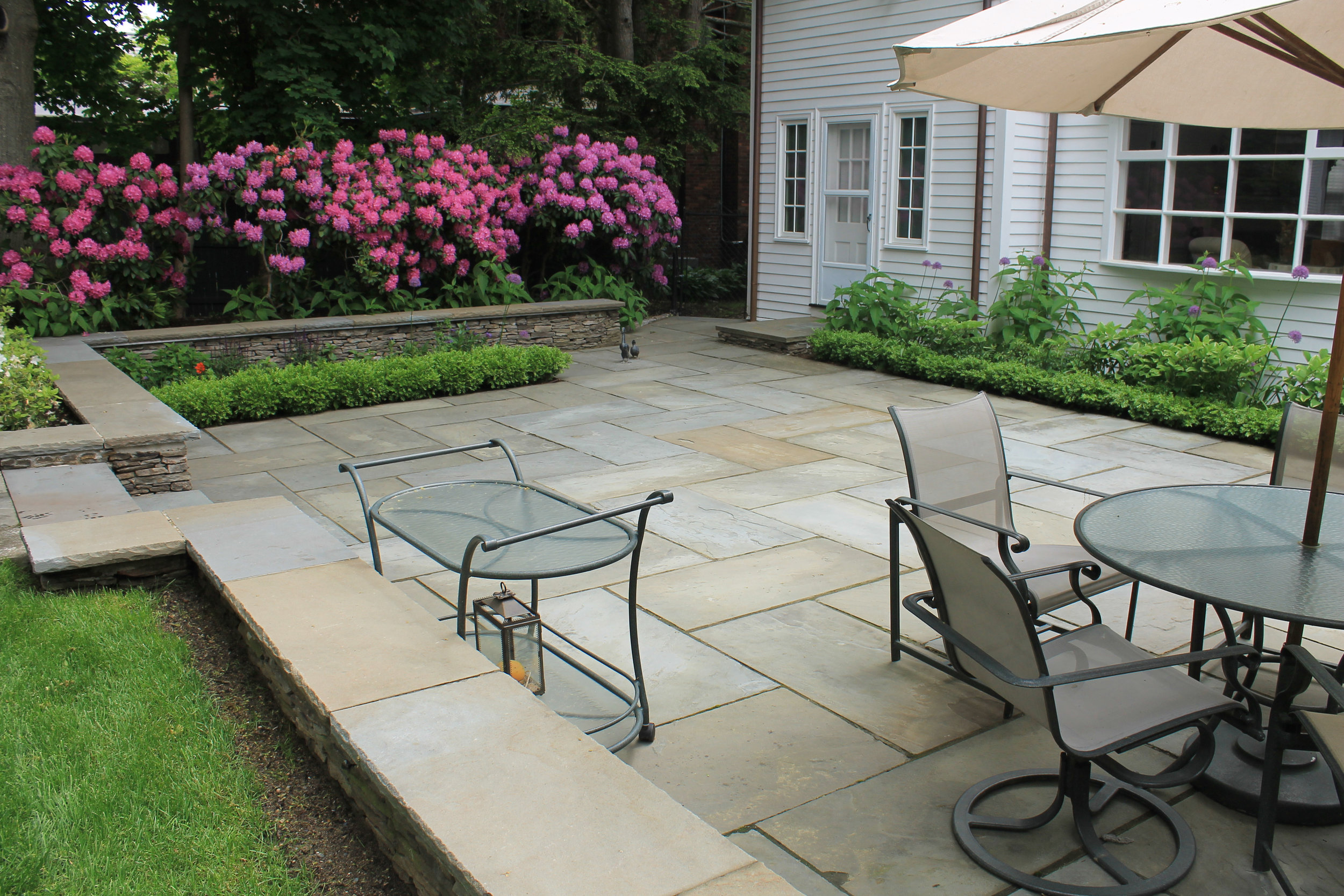Brookline, MA bluestone patio with retaining wall
