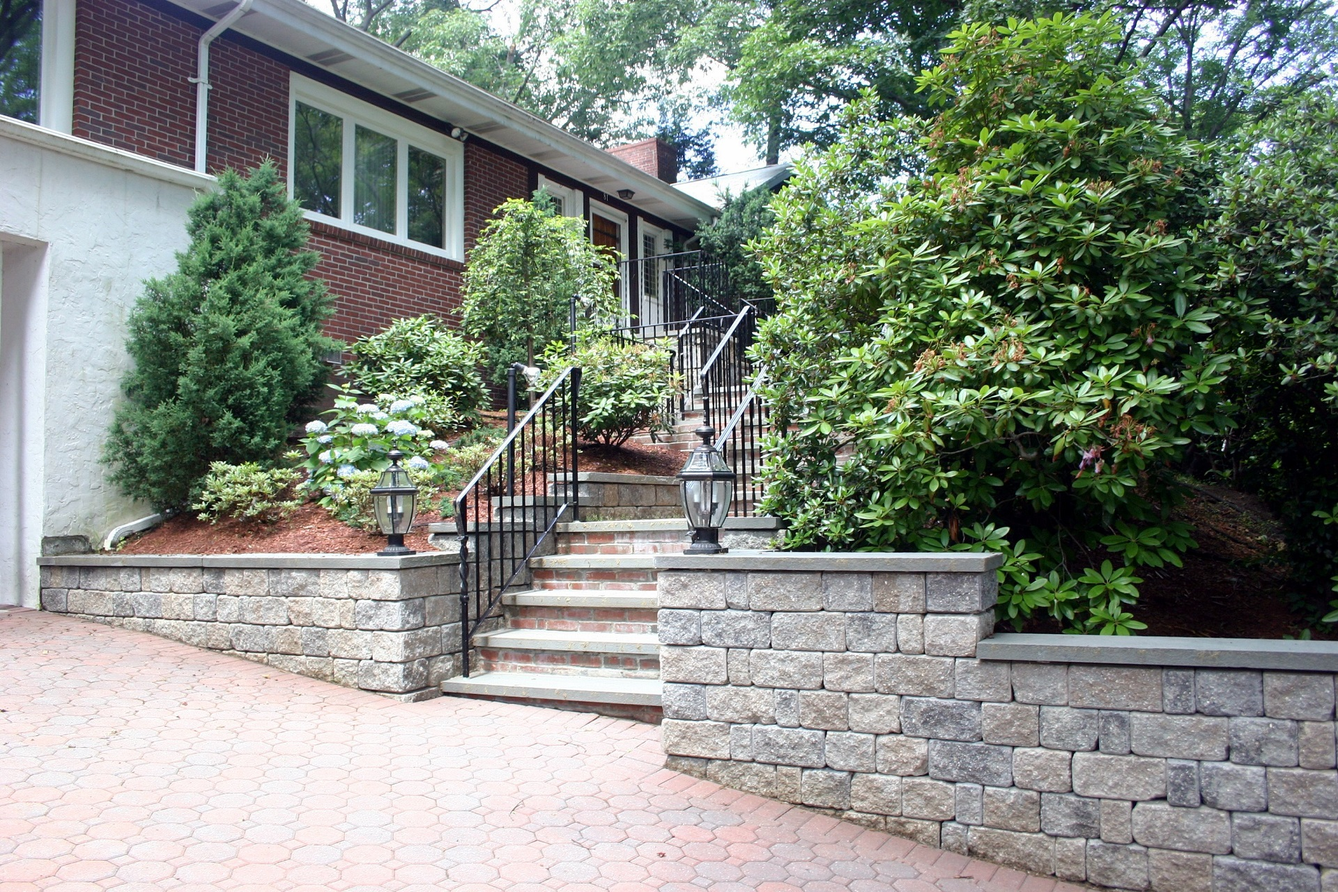 Driveway pavers and retaining wall in Lexington, MA