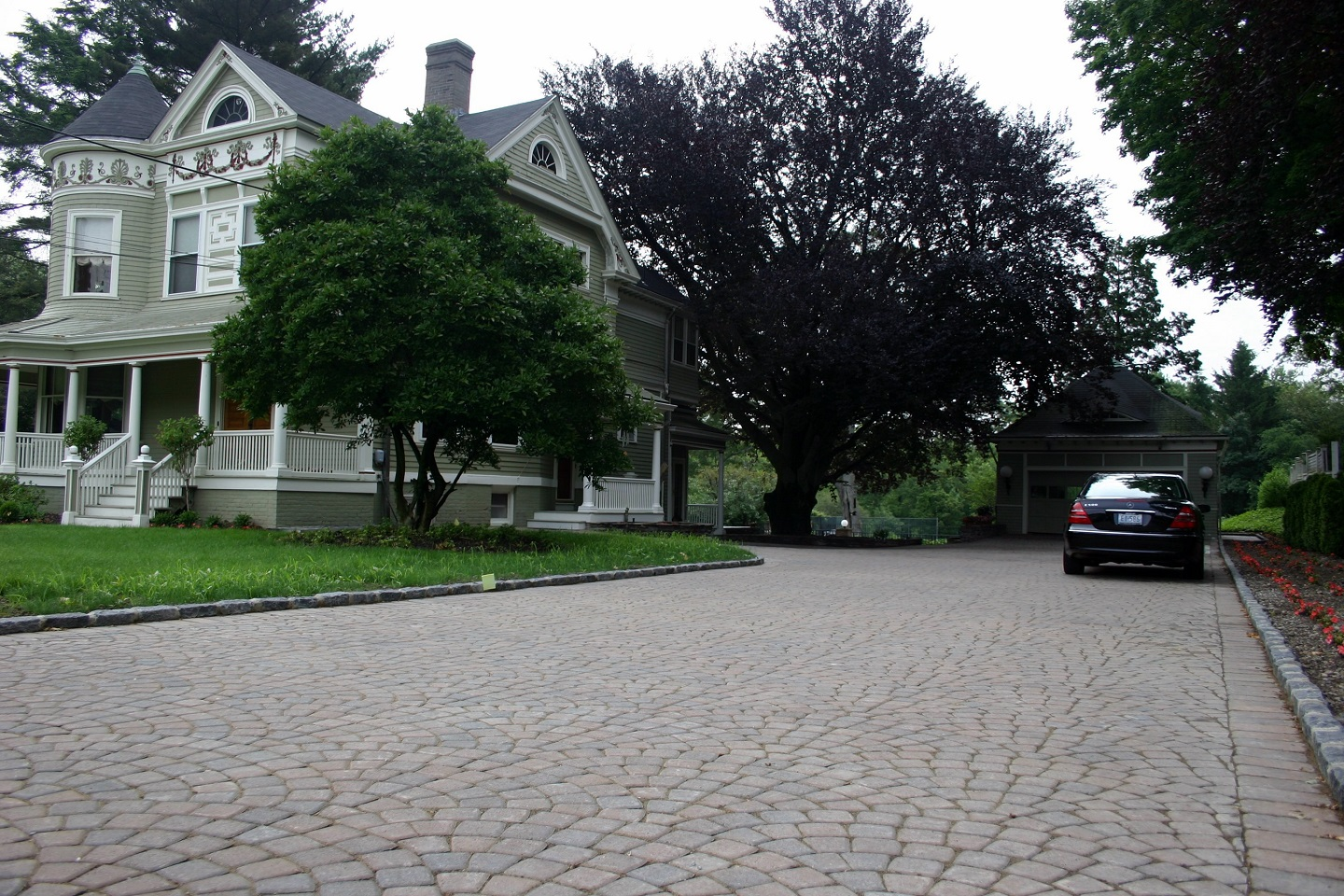 Landscape design with driveway pavers in Lexington, MA