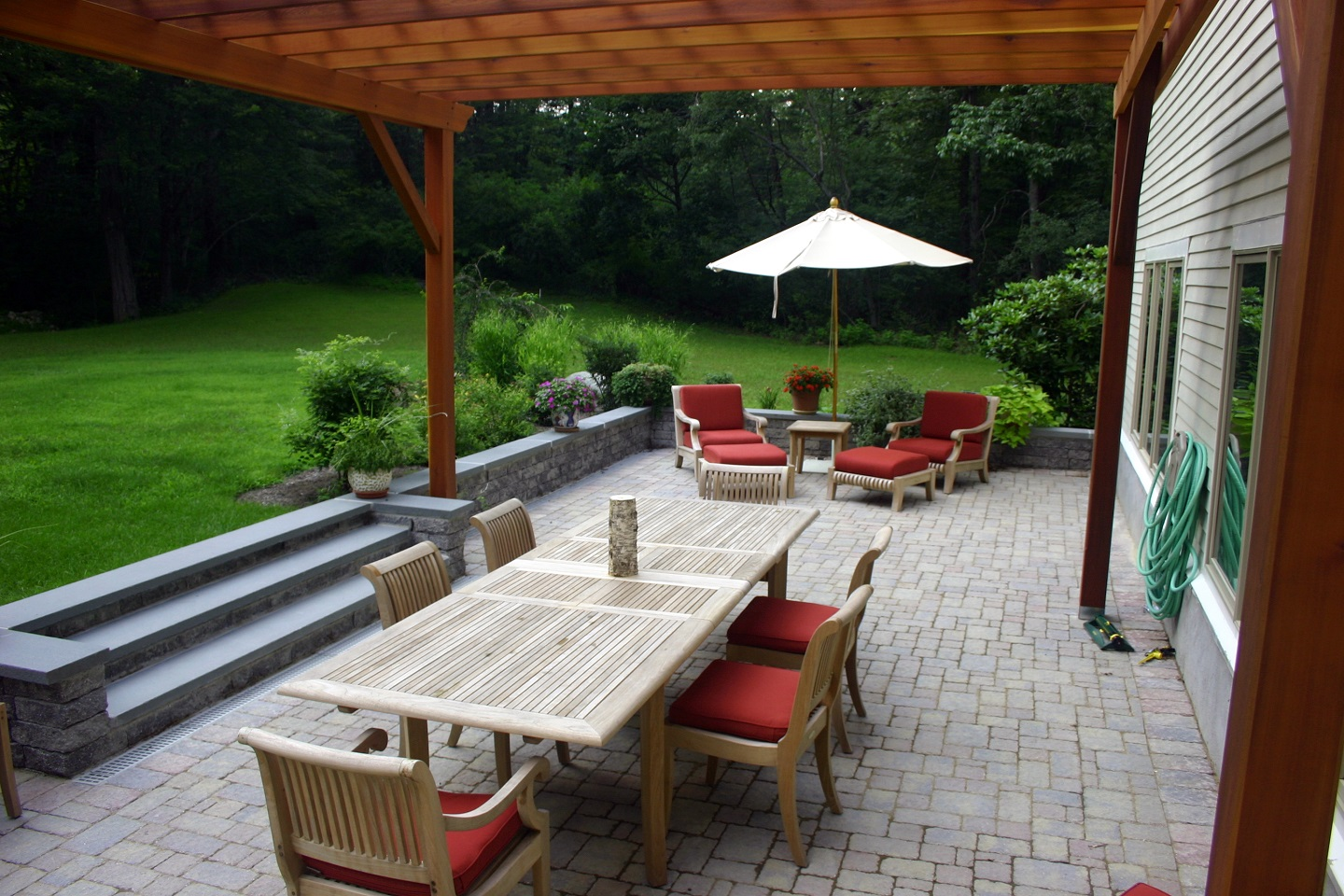 Cambridge MA bluestone patio with outdoor kitchen