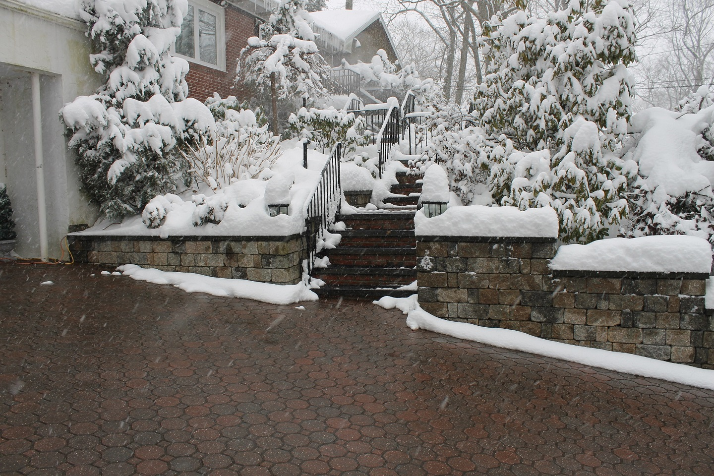 Permeable pavers with durable retaining wall in Belmont, MA
