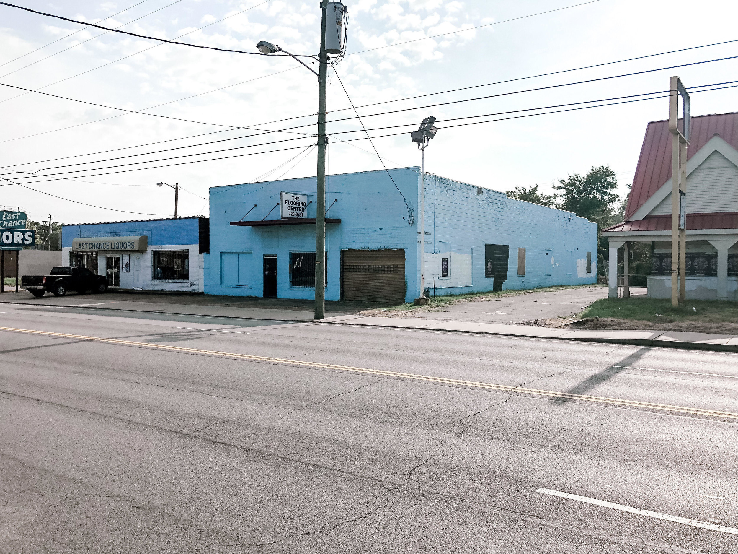 835 Dickerson pike - East NashvilleOffice, Retail, Flex5,175 sf on .18 acresFeaturing two roll-up doors, 18'+ ceilings, and high visibility on Dickerson Pike with proximity to I-65, Ellington Parkway, and the River North development.