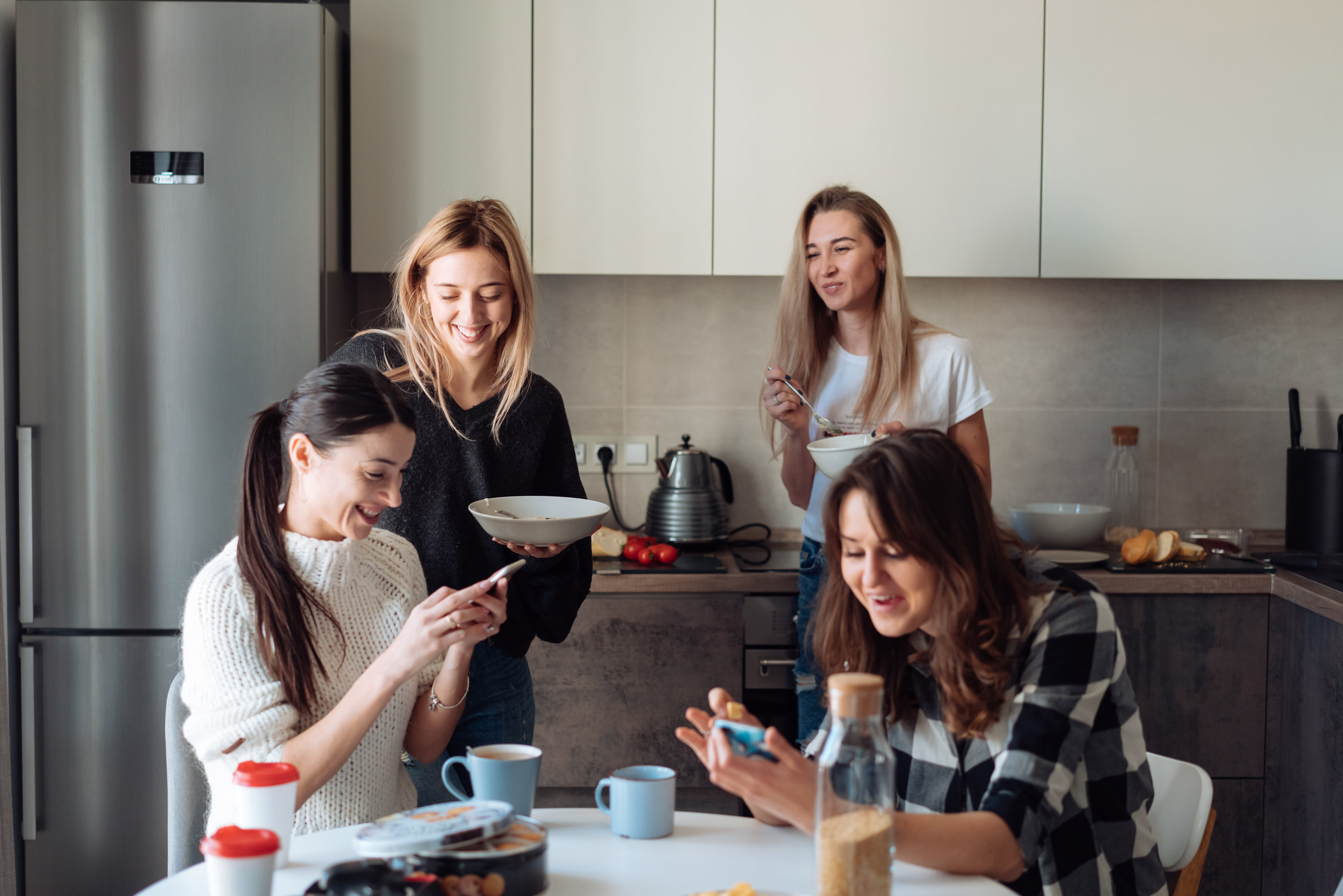 group-of-women-in-the-kitchen-CFEQTDZ.jpg