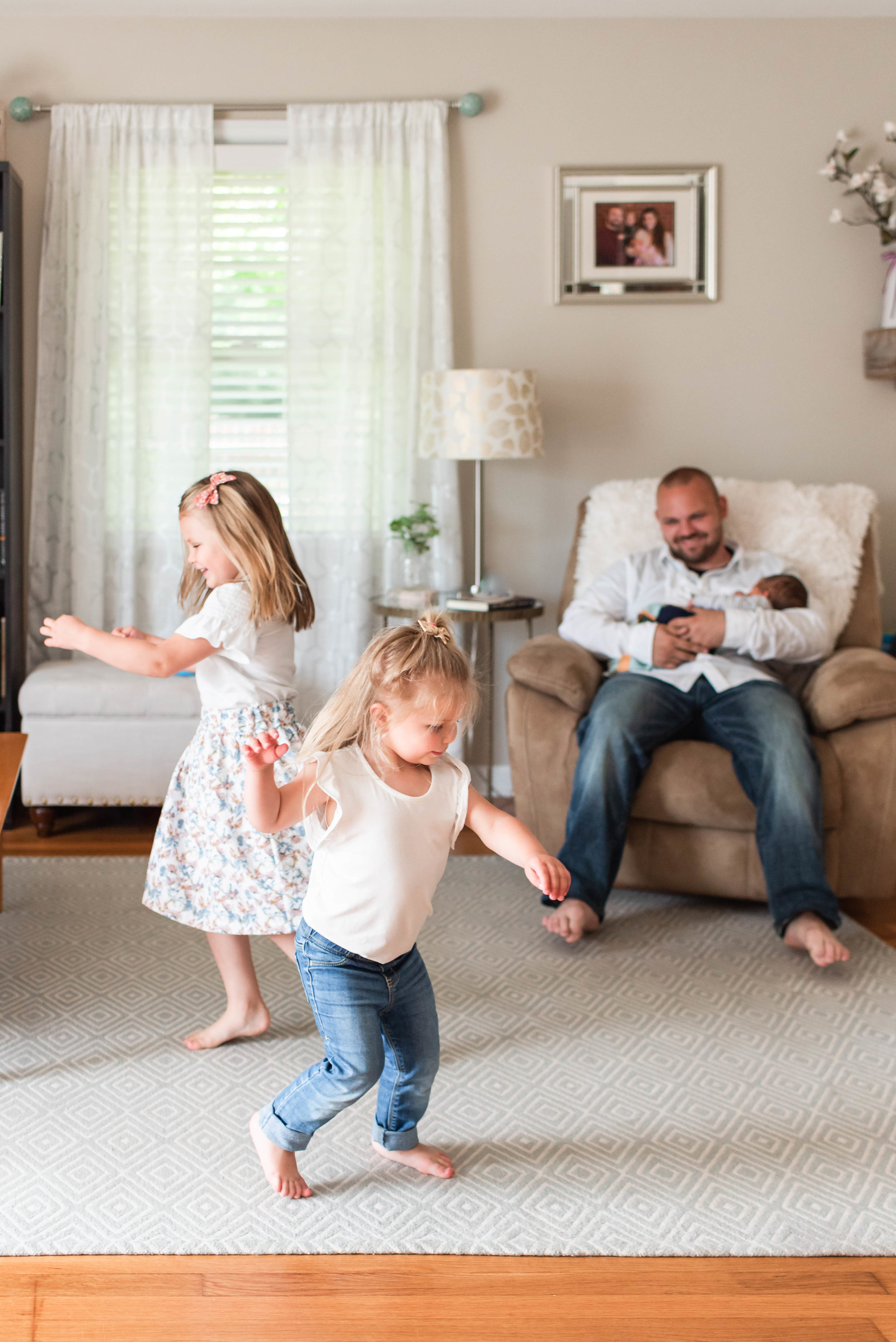 lifestyle-inhome-twirling-girls-baby-session-lancaster-pa