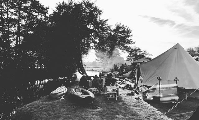 Some of our campers watching the sun go down outside one of our 10 man Bell Tents, we have 2 for hire which are pitched right on The River Stour, visit the website for details (link in profile) #belltents #rushbanksfarm #camping #tent #sunset #suffolk #Essex #Nayland #dedhamvale #AONB #Colchester #UKCamping #Camp #riverstour