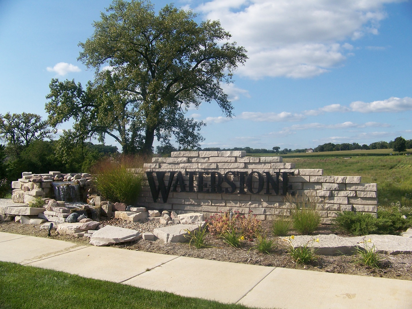 Top landcape design with water features in East Peoria, IL