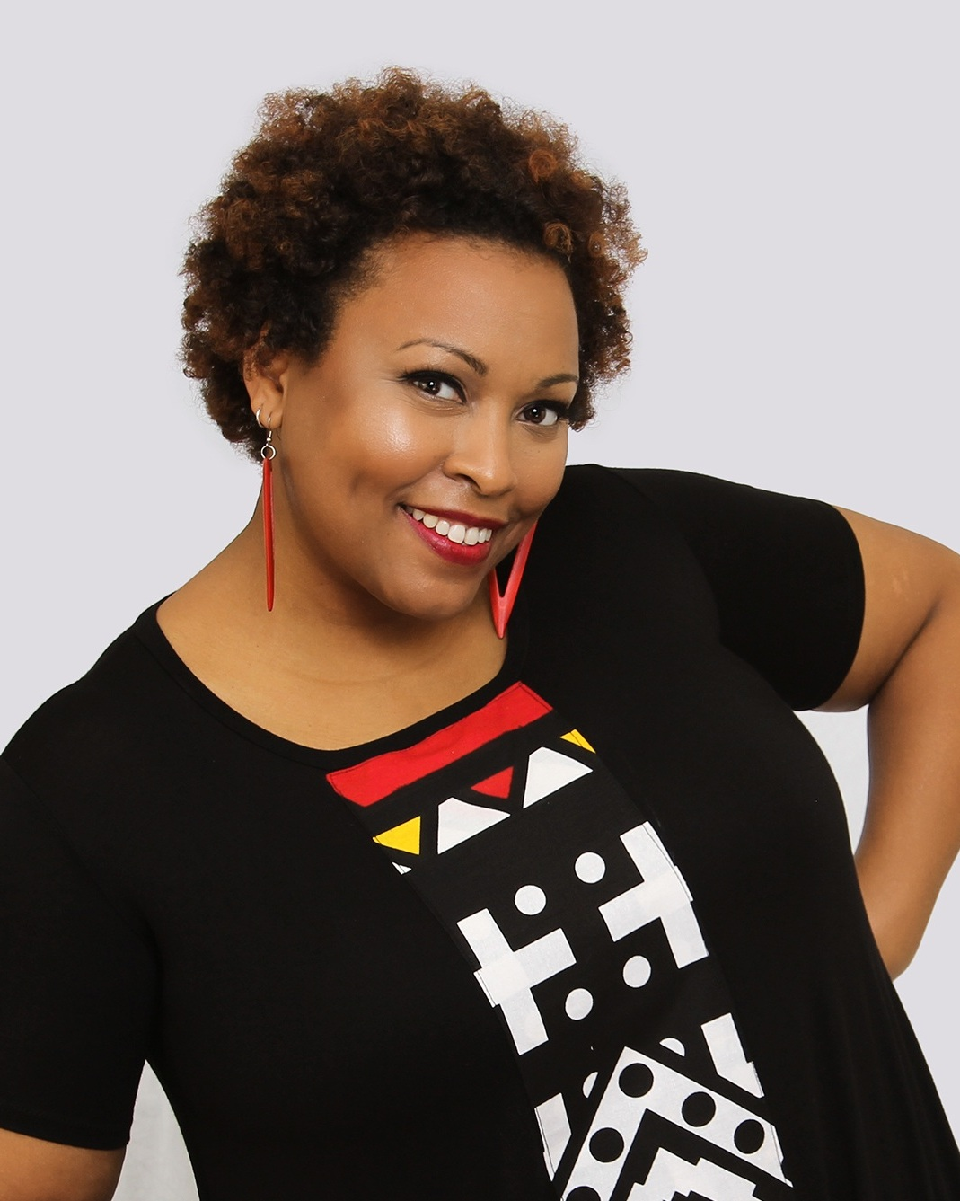 Ella Turenne - Social Impact Advisor and TrainerElla Turenne is an award-winning artist as well as experienced educator, trainer, changemaker and entrepreneur whose work focuses on the power of using art as a tool for social change.