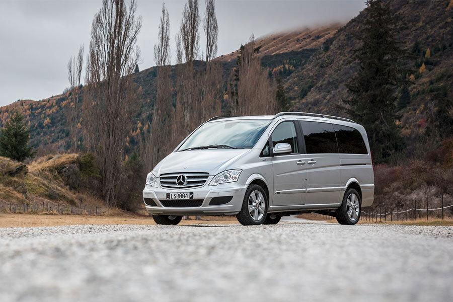 Limousines_Services_Queenstown_MiniVan.jpg